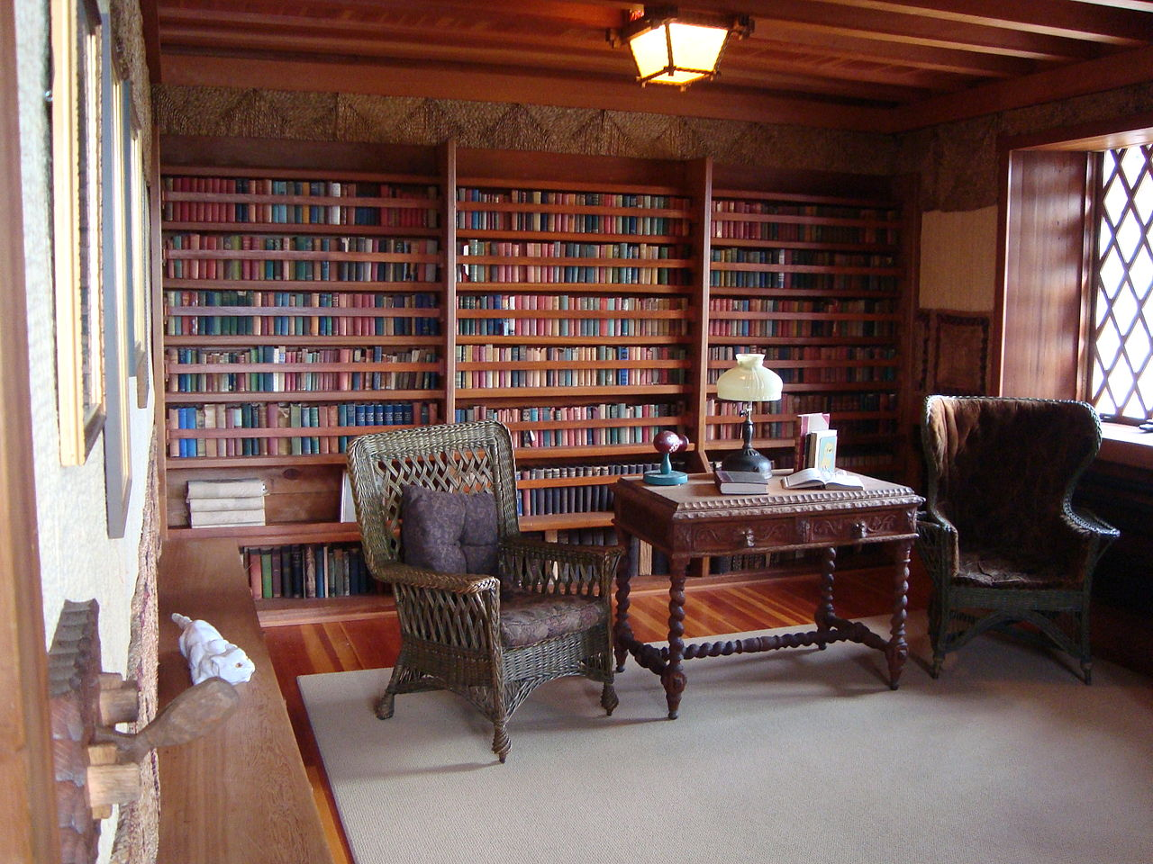 1280px-Gillete_Library